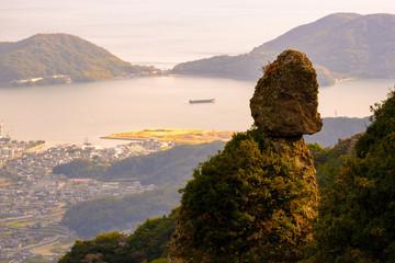 瀬戸内海と烏帽子岩