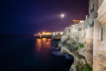 Polignano a Mare, Puglia, Italy, krajobraz nocą