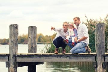 Zeit zusammen genießen - Familie am See