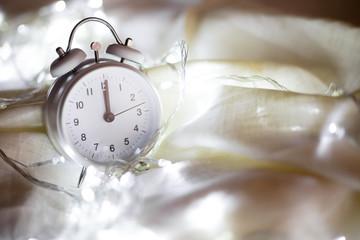 Reloj marcando las 12
