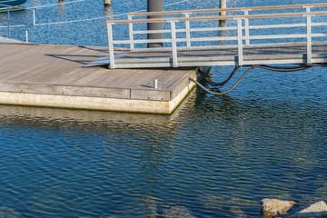 Foto op Plexiglas Poort Steg in einem Yachthafen