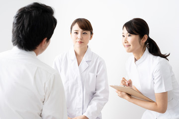 asian doctor talking to pasient in hospital