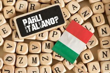 Verschiedene Buchstaben, Flagge von Italien und Frage Sprechen Sie Italienisch