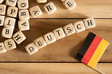 Buchstaben, Flagge von Deutschland und das Wort Deutsch