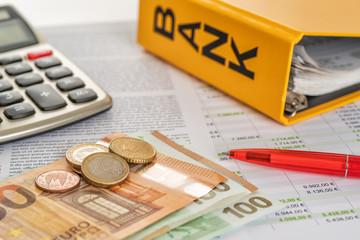 Fotomurales - Geld mit Taschenrechner und Kontoauszügen