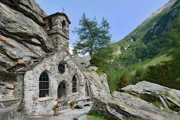 Rock Chapel near Innergschloss, Tauern Valley, Hohe Tauern National Park, East Tyrol, Austria, Europe