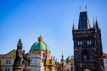 Vue sur la vieille ville depuis le Pont Charles à Prague