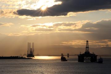 Ölplattform im Cromarty Firth vor Invergordon