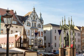 Wittenberger Marktplatz mit Martin Luther Denkmal am Reformationstag