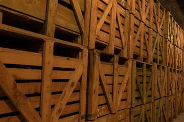 Holzpalette mit Weinflaschen