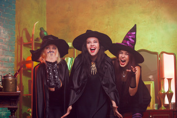 Photo of screaming three fortune-tellers in black hats