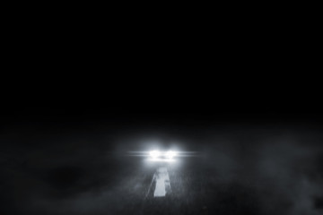 In de dag Licht, schaduw The lonely road fog at night with the car running.
