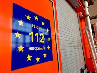 Feuerwehrauto mit Notruf 112