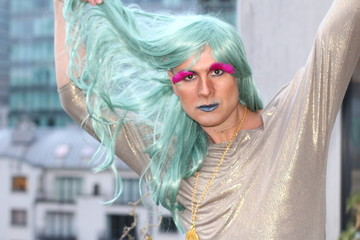 Drag queen touching his green wig