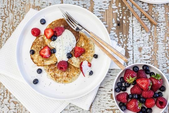 Pancakes with yogurt and fruit