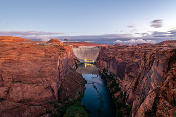 Fototapete - Glen Canyon Dam Scenic Area at Dawn