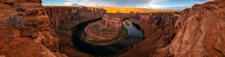 Wall Mural - Horseshoe Bend at Dawn