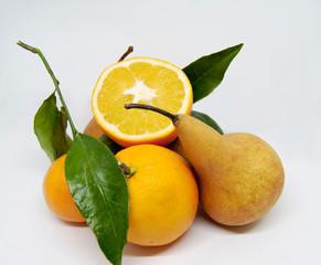 Arance e pera, frutti autunnali.