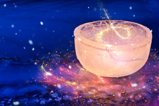 Stimmungsvolles Windlicht aus Eis mit Lichteffekten