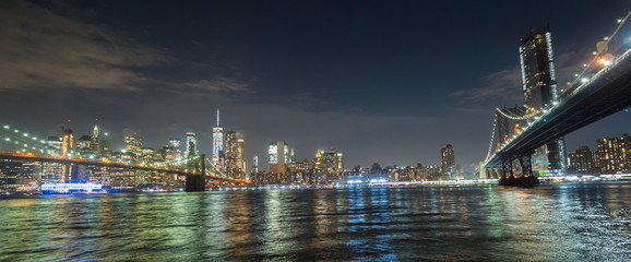 The two most famous bridges in New York are the Brooklyn Bridge and the Manhattan Bridge. Against the background of the night cityscape