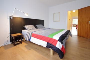 chambre à coucher avec lit double