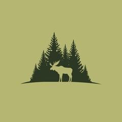 Лось на фоне леса