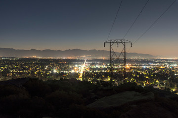 Los Angeles California predawn mountain view of power lines entering the San Fernando Valley.  The San Gabriel Mountains are in background.   Fototapete