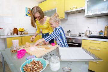 Sister girls cook a Linzer Cookies