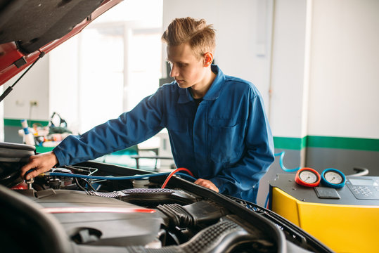 Mechanic connects air conditioning system