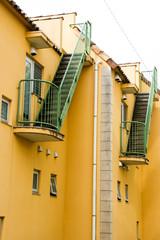 オシャレな階段のあるアパート
