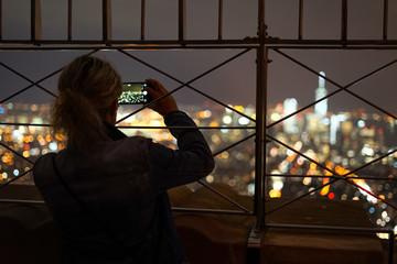 ニューヨークの夜景を撮影する人