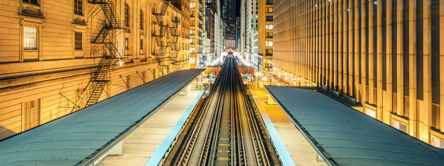 Photo sur Toile Chicago Adams Wabash Train line towards Chicago Loop in Chicago by night