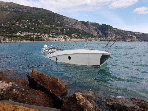 Yacht Semi-Sunk