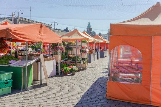 Marktplatz am Hafen von Helsinki