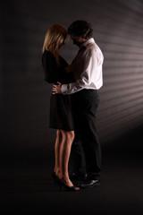 Paar im Dunkeln