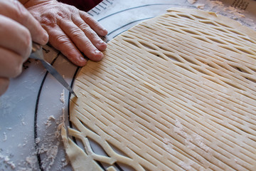 Making fancy pie dough lattice work for pie crust top