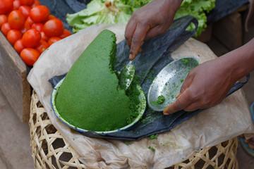 Kräuterpaste auf dem Markt Ambositra