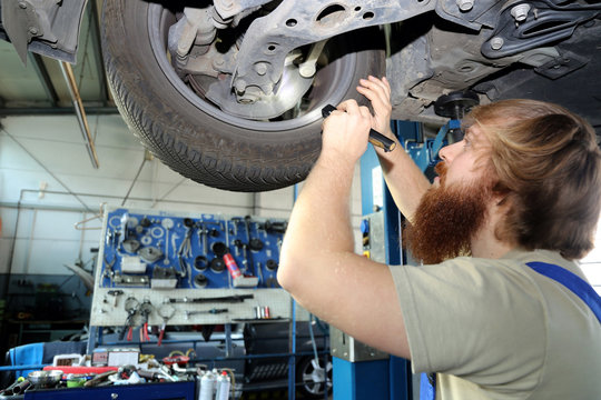 KfZ-Mechatroniker, Autowerkstatt