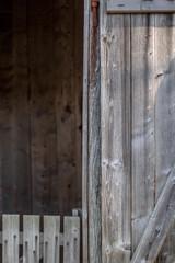 Alter Stall mit Holzwand II