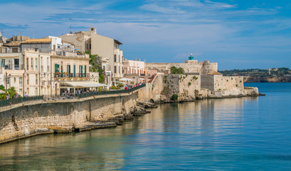 Siracusa waterfront in Ortigia with the castle in backgrund, on a sunny summer day. Sicily, southern Italy. Fototapete