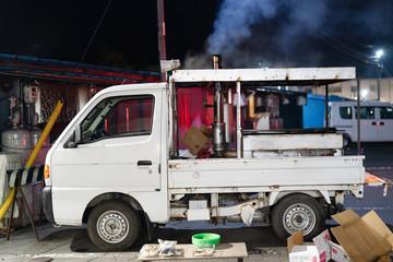 焼き芋屋さんのトラック