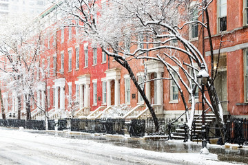 Fotobehang New York Snow covered winter street scene with view of the historic buildings along Washington Square Park in New York City