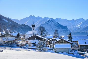 Wall Mural - winterlich verschneites Dorf im Oberallgäu