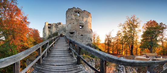 Tuinposter Rudnes Beautiful Slovakia landscape at autumn with Uhrovec castle ruins at sunset
