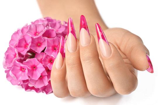 Fingernails with flowers