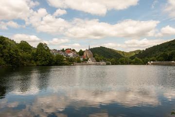 Beyenburger Stausee mit Klosterkirche