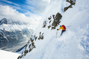 Fototapete - Winer day in Chamonix. Rider is skiing down the hill.