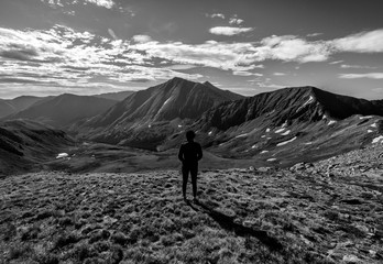 Fototapete - Hiker atop Cupid Peak.  Colorado Rocky Mountains