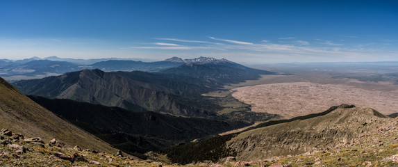 Fototapete - Panorama from the summit of Mt. Herard.  Great Sand Dunes National Park below, Sangre de Cristo Mountains.  Colorado Rockies