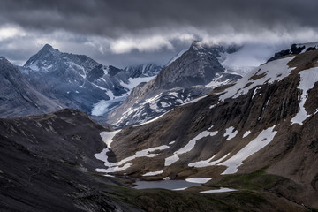 Fototapete - Canadian Rockies.  Beautiful mountains & Glaciers of Canada.